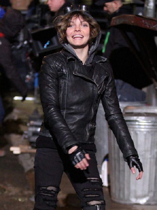 Camren-Bicondova-Gotham-Black-Leather-Jacket-