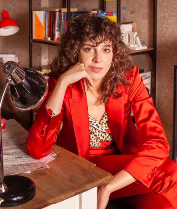 Lola Valerias TV series Satin Coat
